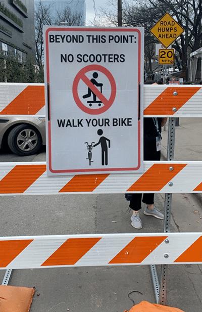 Verbotsschild für E-Scooter in Austin auf der SXSW